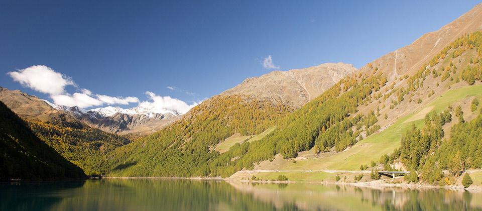 La bella vista di un lago a Plan de Corones in Val Pusteria