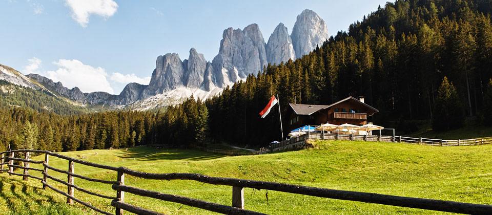 Ein wunderschöner Ausblick auf den Dolomiten von Villnöss aus, einem Dorf oberhalb Brixen